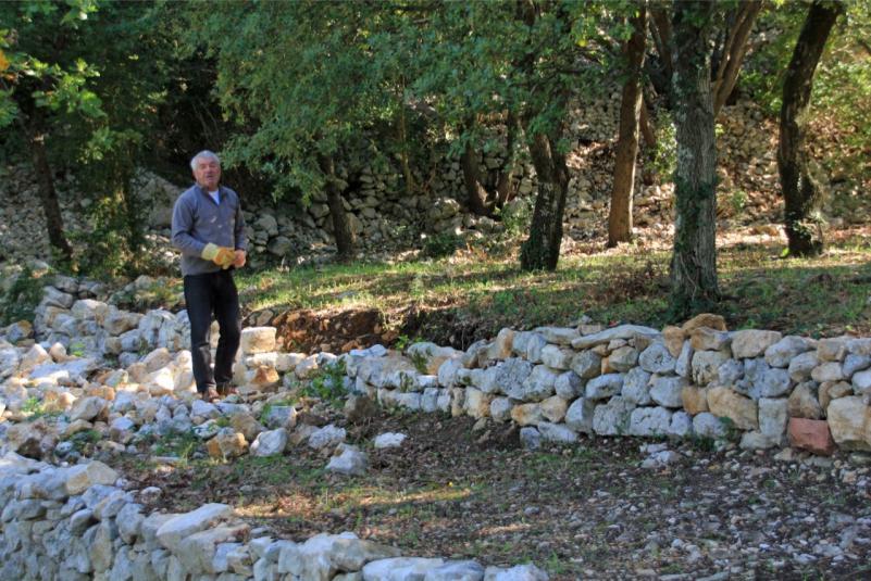 Claude, Expert pierres sèches